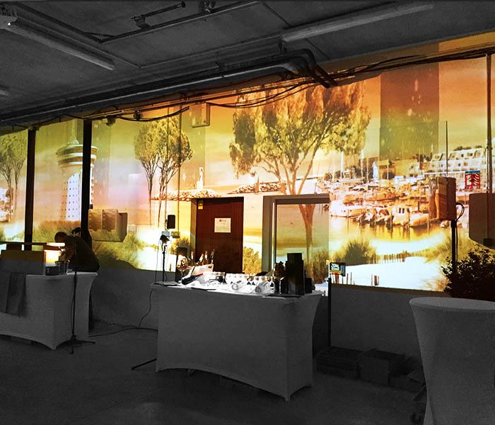 Projection immersive avec décors projetés et animés sur murs